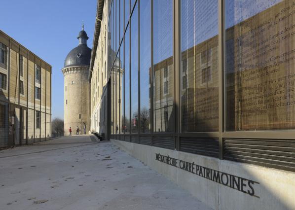 Alignement de la façade actuelle sur les remparts