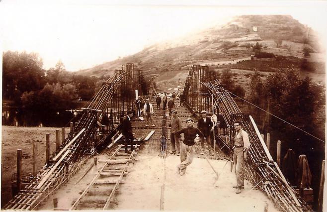Ouvriers sur le chantier du pont Pakowski- image d'archives