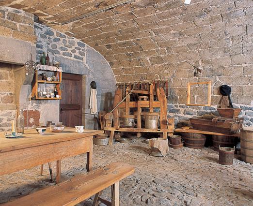 Reconstitution de l'intérieur d'un buron, musée de la Haute-Auvergne