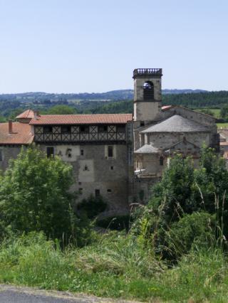 Vue sur le prieuré de Saint-Dier-d'Auvergne
