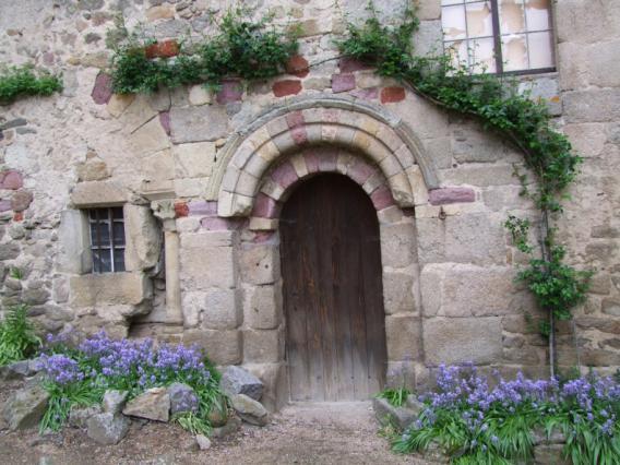 Détail d'une porte du prieuré