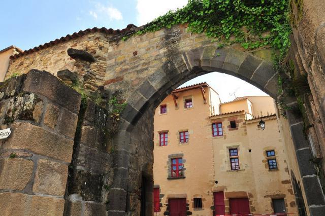 Porte fortifiée du fort de Sauvagnat-Sainte-Marthe