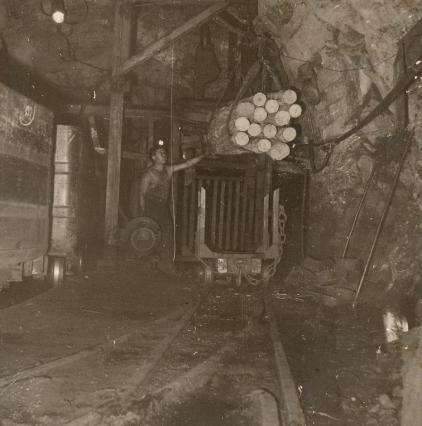 Au fond de la mine vers 1950 - image d'archives