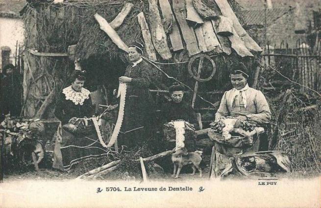 Dentellières et leveuse, photographie Margerit Brémond, 1910