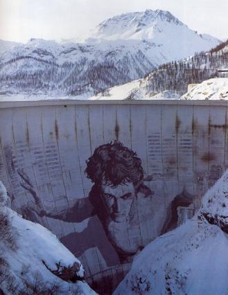 Barrage de Tignes, voûte du barrage avec fresque représentant Hercule