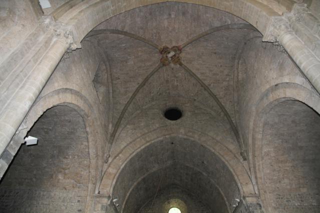 L'intérieur de l'église de Chalais