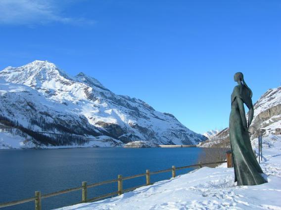 Barrage de Tignes et statue la Tignarde