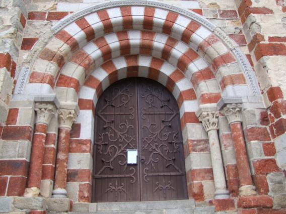 Portail de l'église de Saint-Dier d'Auvergne