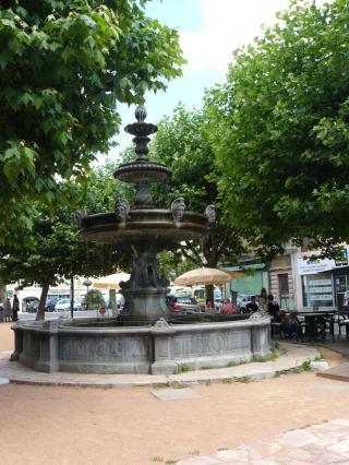 Fontaine du Cibony, place de la halle