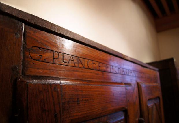 Détail  inscription sur l'armoire