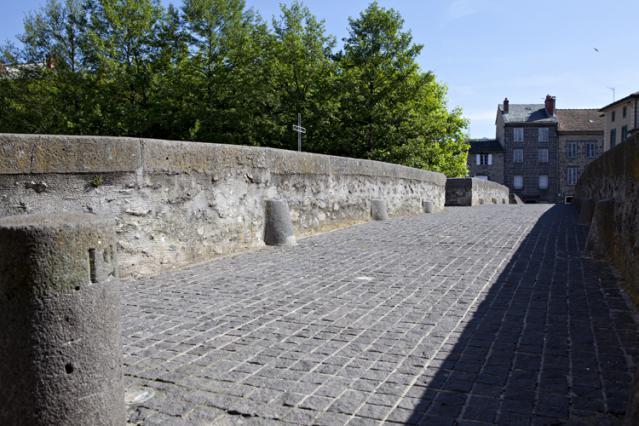 Croix sur le Pont Vieux à l'emplacement de la recluserie