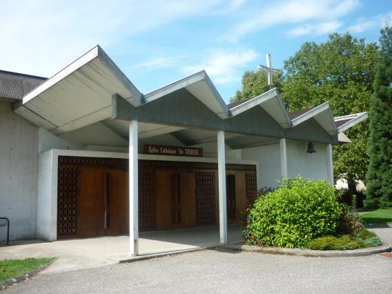 Portail est de l'église Sainte-Thérèse