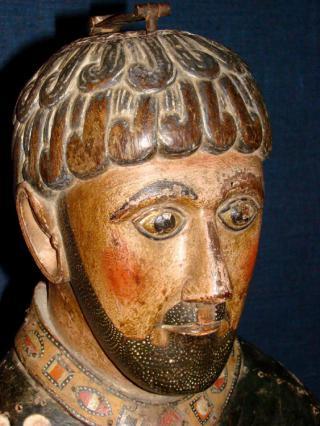 Détail visage statue reliquaire de saint Pierre