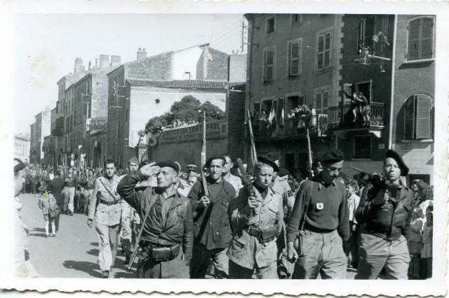 Après la Libération d'Issoire, défilé des FFI sur les boulevards de la ville - fin août 1944