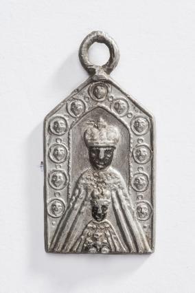 Enseigne de pèlerinage représentant Notre-Dame du Puy