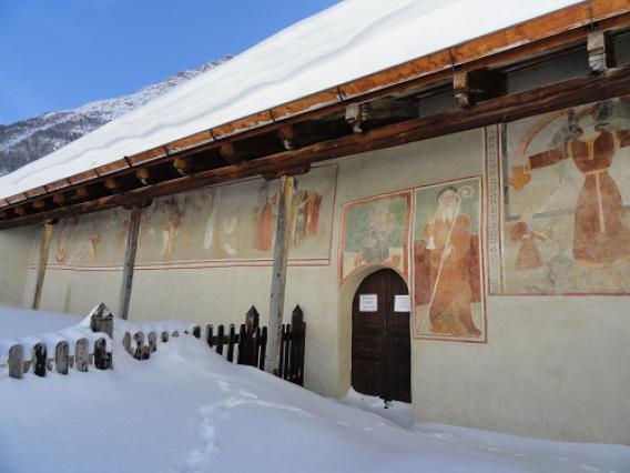 Bessans, chapelle Saint-Antoine  façade principale peinte