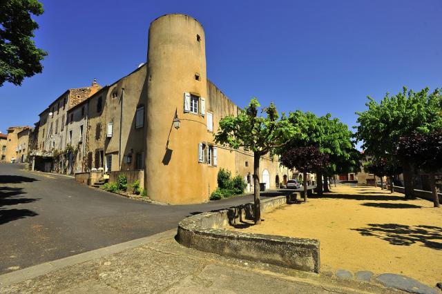 Ancienne enceinte fortifiée de Mareugheol, reconvertie en habitat