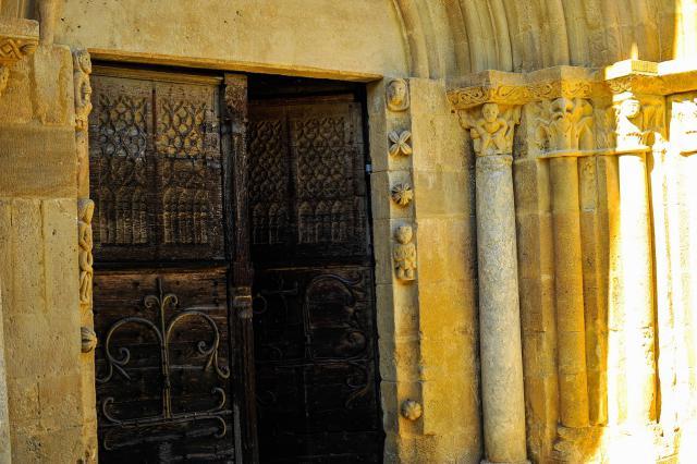 Portail de l'église de Mailhat