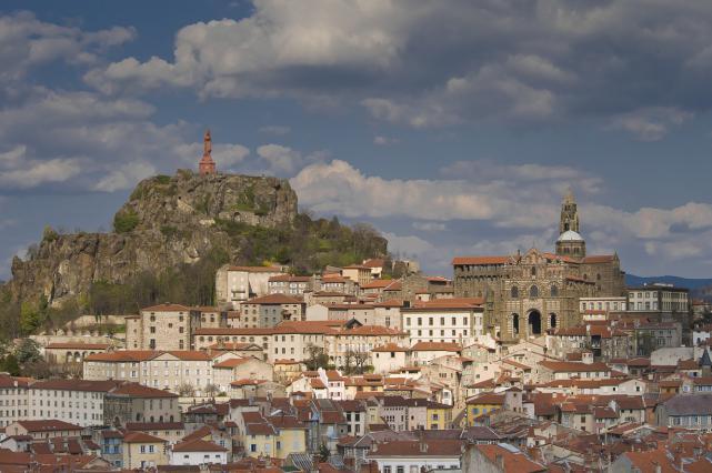 La ville haute du Puy-en-Velay avec le quartier cathédral