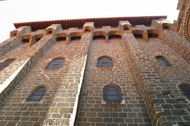 Le bâtiment des mâchicoulis, Le Puy-en-Velay