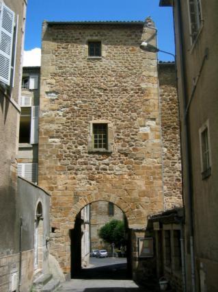 Porte de l'Évêché, proche de la collégiale