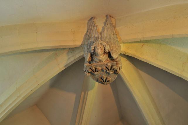 Clef de voûte, chapelle Notre-Dame du Bois 15e siècle