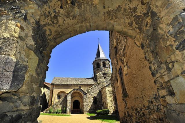 Église Saint-Victor et Sainte-Couronne dans le fort de Mareugheol