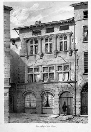 La façade du 9-11 rue Orfèvres a préservé ses fenêtres à meneaux. En 1854 elle figure dans les Voyages pittoresques et romantiques dans l'ancienne France du baron Taylor, ouvrage consultable à la Médiathèque de Vienne.