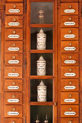 Pharmacie de l'Hôtel-Dieu, tiroirs muraux