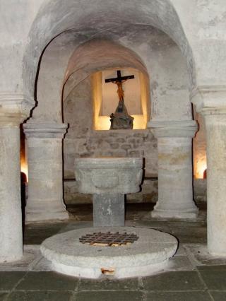 Crypte romane de la collégiale Saint Cerneuf