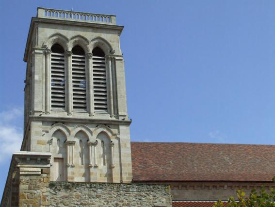 Clocher 19e de la collégiale Saint-Cerneuf