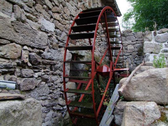 Roue reconstituée du moulin de Jean Delavet, vallée du Madet
