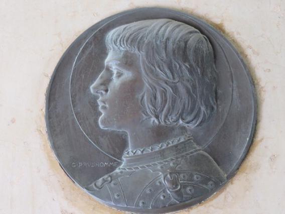 Détail plaque commémorative, hôtel de Ville, Riom