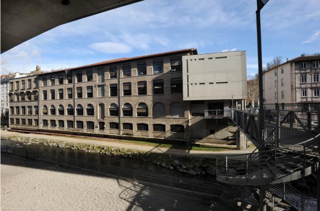 La façade sur la Gère de l'ancienne usine Vaganay, Vienne