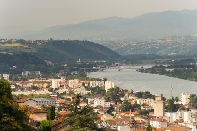 Le Rhône longeant les quartiers sud de Vienne