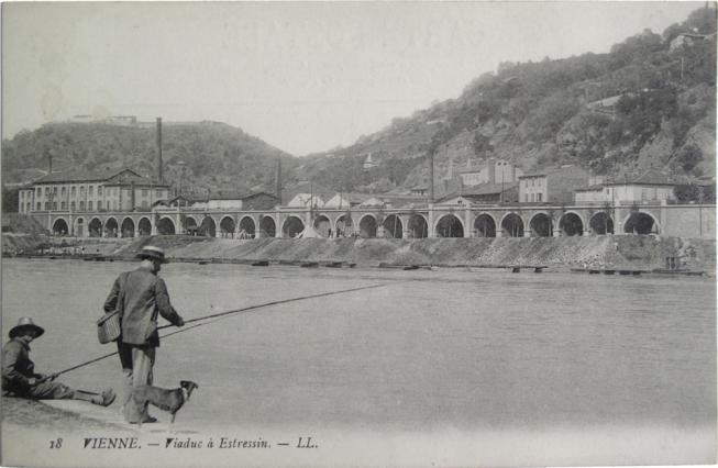 Le viaduc du chemin de fer longeant le Rhône, Musées de Vienne