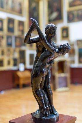 Les Danseurs de Joseph Bernard (1907) dans le salon des peintures du musée des Beaux-Arts et d'Archéologie de Vienne