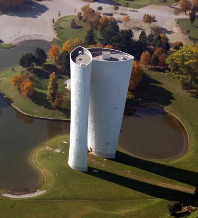 Vue aérienne du château d'eau et du parc Jean Perdrix
