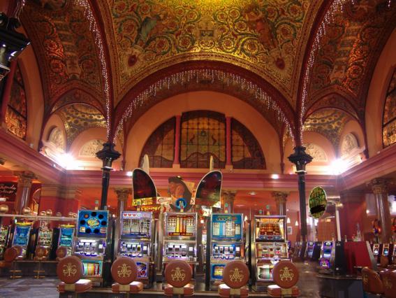 Machines à sous et mosaïque Salviati, coupole du pavillon sud du Casino Grand Cercle d'Aix-les-Bains