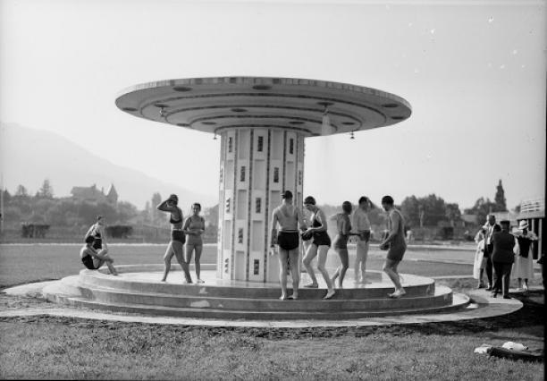 Douches de la Plage municipale d'Aix-les-Bains, photographie de Navello, années 1930