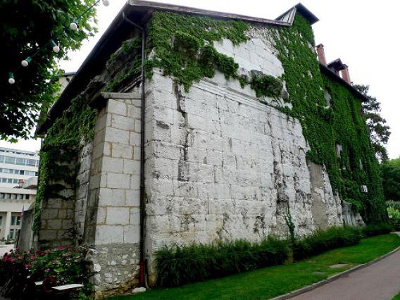 Murs ouest et nord du Temple de Diane