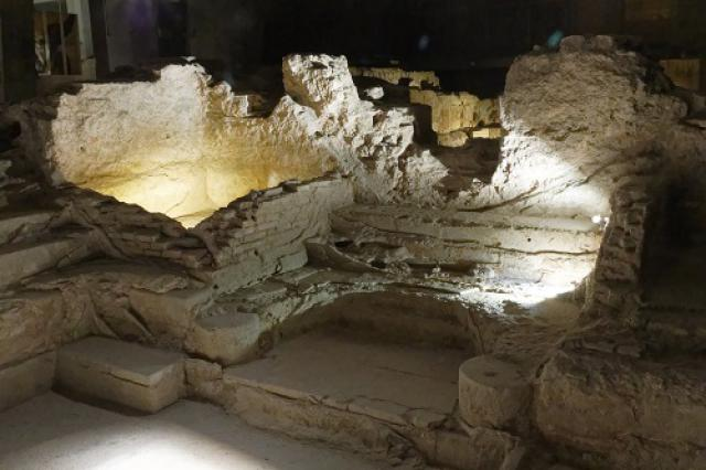 Frigidarium (bain froid), vestiges des Thermes romains d'Aix-les-Bains