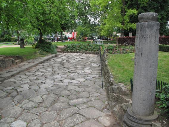 La voie romaine et la borne milliaire dans le Jardin de Ville à Vienne