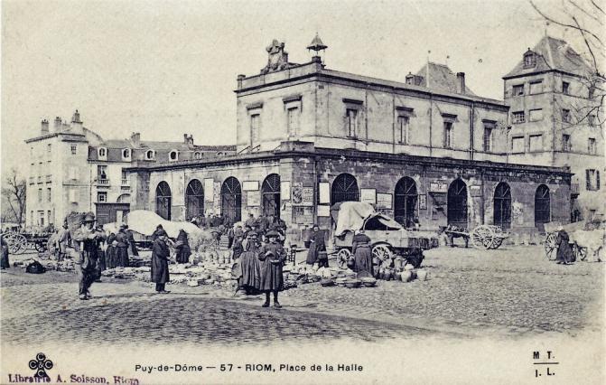 Halle aux blés vers 1917, carte postale ancienne, la halle aux blés, Riom