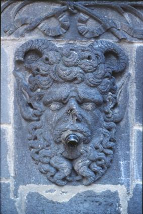 Mascaron fontaine d'Adam et Ève, Riom