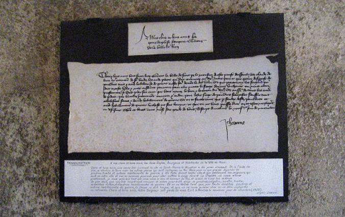reproduction de la lettre de Jeanne d'Arc sur lave émaillée
