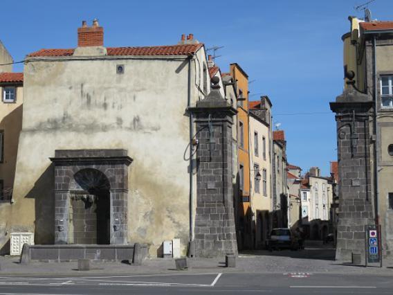 Porte de Mozac