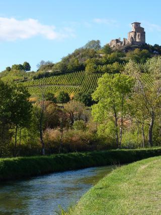 Pic de Saint-Romain-le-Puy avec prieuré
